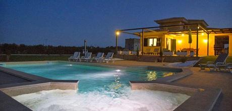Mallorca Nordküste – Deluxe-Ferienhaus Muro 5090 mit Pool und Whirlpool, Grundstück 14.000qm, davon Garten 1.000qm, Wohnfläche 240qm. Wechseltag flexibel – Mindestmietzeit 1 Woche.