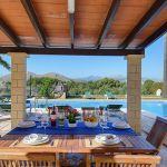 ferienhaus-mallorca-ma5324-uberdachte-terrasse-mit-gartenmobel