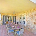 Ferienhaus Mallorca barrierefrei MA5320 überdachte Terrasse mit Esstisch