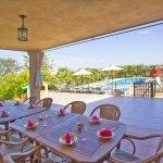 Ferienhaus Mallorca barrierefrei MA5320 Esstisch mit Blick auf den Pool