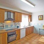 Ferienhaus Mallorca barrierefrei MA5320 Küche mit Beistelltisch