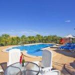 Ferienhaus Mallorca barrierefrei MA5320 Poolbereich mit Gartenmöbel