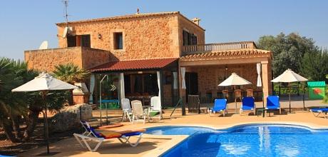 Mallorca Nordküste – Rollstuhlgeeignetes Ferienhaus Can Picafort 5320 mit Pool, Grundstück 3.000qm, Wohnfläche 250qm, Strand 3km. Wechseltag flexibel – Mindestmietzeit 1 Woche. 2019 buchbar.