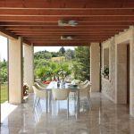 luxus-ferienhaus-mallorca-ma5150-uberdachte-terrasse-mit-esstisch