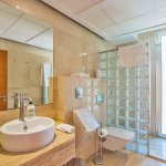 Villa Mallorca MA5004 Badezimmer mit Dusche