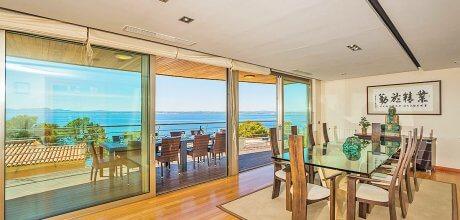 Mallorca Nordküste – Luxus Villa Port Alcudia 5004 mit Innen- + Aussenpool, Grundstück 600qm, Strand 1km. Wechseltag Samstag, Nebensaison flexibel auf Anfrage – Mindestmietzeit 1 Woche.