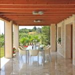 Villa Mallorca MA5150 überdachte Terrasse mit Tisch