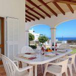 ferienhaus-mallorca-ma4855-uberdachte-terrasse-mit-gartentisch