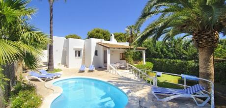 Mallorca Strandvilla Cala D'Or 4930 mit Pool, Strand ca. 50m, Grundstück 600qm, Wohnfläche 130qm. Wechseltag Samstag