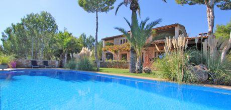 Mallorca Südostküste – Deluxe-Villa Porto Colom 4750 auf schönem Gartengrundstück (600qm) mit großem Pool & Traumblick, Strand 5km, Wohnfläche ca. 300qm. Wechseltag flexibel auf Anfrage – Mindestmietzeit 1 Woche.