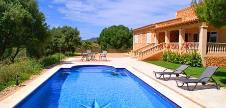 Mallorca Südostküste – Finca Cales de Mallorca 4067 mit Pool und Meerblick, Strand 800m, Grundstück 3.500qm, Wohnfläche 200qm. Wechseltag Juni – September = Samstag, Nebensaison flexibel – Mindestmietzeit 1 Woche.