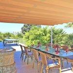 Finca Mallorca MA4580 Terrasse mit Esstisch und Tischtennisplatte