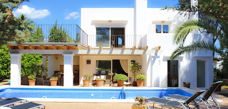 Mallorca Südostküste – Komfort Villa Cala d'Or 4804 mit Pool in Strandnähe (ca. 60m), Grundstück 800qm, Wohnfläche ca. 450qm. Wechseltag Samstag – Mindestmietzeit 1 Woche.