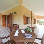 villa-mallorca-ma4149-gartenmobel-auf-der-terrasse