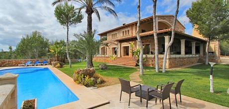 Mallorca Südostküste – Deluxe-Villa Porto Colom 4750 auf schönem Gartengrundstück (600qm) mit großem Pool & Traumblick, Strand 5km, Wohnfläche ca. 300qm. Wechseltag in der Nebensaison flexibel auf Anfrage – Mindestmietzeit 1 Woche. 2018 buchbar.