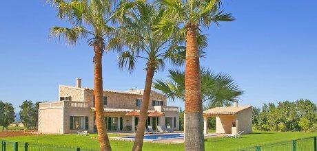 Mallorca Nordküste – Komfort-Finca Muro 4084 mit Pool, Grundstück 26.000qm, davon Garten 1.000qm, Wohnfläche 325qm, Strand 6km. Wechseltag flexibel – Mindestmietzeit 1 Woche!