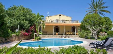 Mallorca Nordküste – Ferienhaus Alcudia 4166 mit großem Pool, Grundstück 2.000qm, Wohnfläche 255qm. Wechseltag flexibel – Mindestmietzeit 1 Woche. – 2018 buchbar!