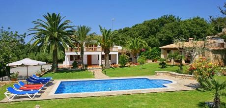 Mallorca Nordküste – Ferienhaus Pollensa 4247 mit Pool, Internet und Ausblick für 8 Personen mieten. Wechseltag Samstag, Nebensaison flexibel auf Anfrage – Mindestmietzeit 1 Woche.