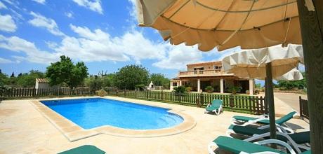 Mallorca Nordküste – Komfort Finca Santa Margalida 4002 mit kindergesichtertem Pool, Grundstück 15.000qm, Wohnfläche 150qm. Wechseltag flexibel – Mindestmietzeit 1 Woche.