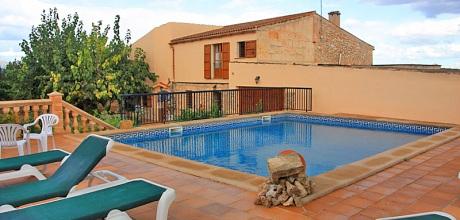 Mallorca Nordküste – Ferienhaus Muro 4319 mit umzäuntem Pool, Grundstück 3.000qm, Wohnfläche 350qm. Wechseltag flexibel – Mindestmietzeit 1 Woche.