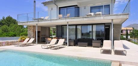 Mallorca Nordküste – Deluxe Villa Puerto Pollensa 4320 mit Internet und Pool am Meer für 8 Personen. Wechseltag Samstag – Mindestmietzeit 1 Woche.