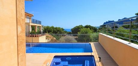Mallorca Nordküste – Luxus -Villa San Vicente 4338 mit Pool und Whirlpool in Strandnähe (500m), Grundstück 450qm, Wohnfläche 250qm. An- und Abreisetag nur Samstag.