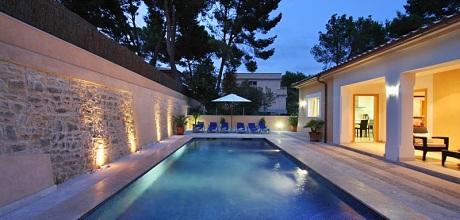 Mallorca Nordküste – Deluxe Villa San Vicente 4340 mit Pool am Meer (Strand 325m) mieten. Wechseltag vom 09.06. – 08.09. ist Samstag, Rest flexibel, 2018 buchbar.