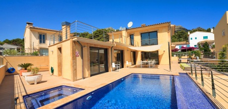 Mallorca Nordküste – Luxus -Villa San Vicente 4338 mit Pool und Whirlpool in Strandnähe (500m), Grundstück 450qm, Wohnfläche 250qm. An- und Abreisetag nur Samstag. – 2018 jetzt buchen!