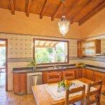 Finca Mallorca MA4170 Küche mit Zugang zum Garten