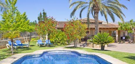 Mallorca Mitte – Finca Binissalem 4170 mit Pool und Tennisplatz, Grundstück 4.000qm, Wohnfläche 240qm. Wechseltag flexibel – Mindestmietzeit 1 Woche.