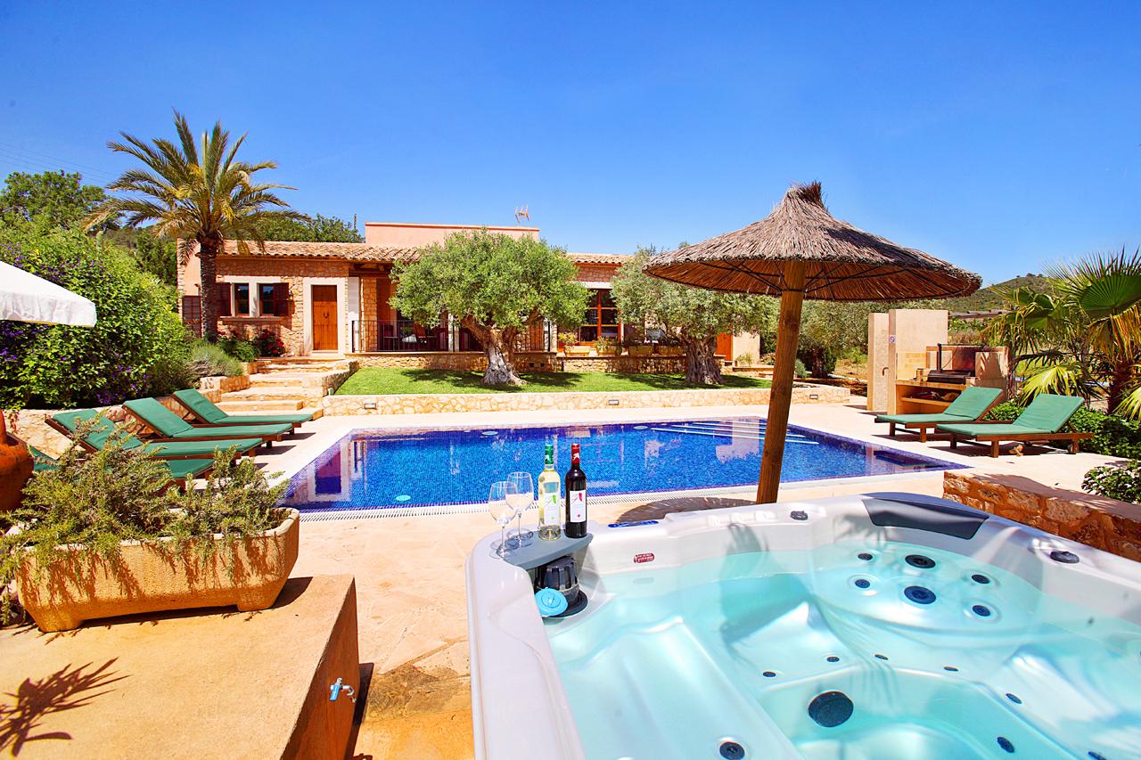 Ferienhaus Mallorca MA3964 mit Pool und Whirlppol im Garten