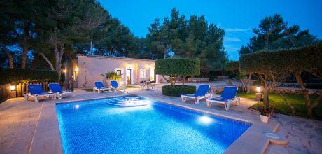 Mallorca Südostküste – Strandvilla Cala Sanau 3879 mit Pool in Strandnähe (400m), Grundstück 4.500qm, Wohnfläche 120qm. 05.06. – 02.10.21 An- und Abreisetag Samstag, Rest flexibel – Mindestmietzeit 1 Woche. – – Wenn wegen Corona / Covid 19 kein Aufenthalt im Ferienhaus möglich ist, kann vor Anreise gegen Zahlung von Euro 200,- umgebucht oder storniert werden!