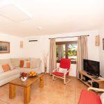 Ferienhaus Mallorca MA3879 Wohnraum mit TV
