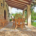 Finca Mallorca MA3530 überdachte Terrasse mit Tisch