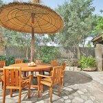 Finca Mallorca MA3530 Gartenmöbel auf der Terrasse (2)