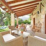Finca Mallorca MA3530 Gartenmöbel auf der Terrasse (3)