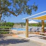 Ferienhaus MalloBlick auf den Poolbereichrca MA3065