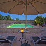 Ferienhaus Mallorca MA3069 Blick auf den beleuchteten Pool