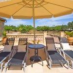 Ferienhaus Mallorca MA3069 Sonnenliegen mit Schirm