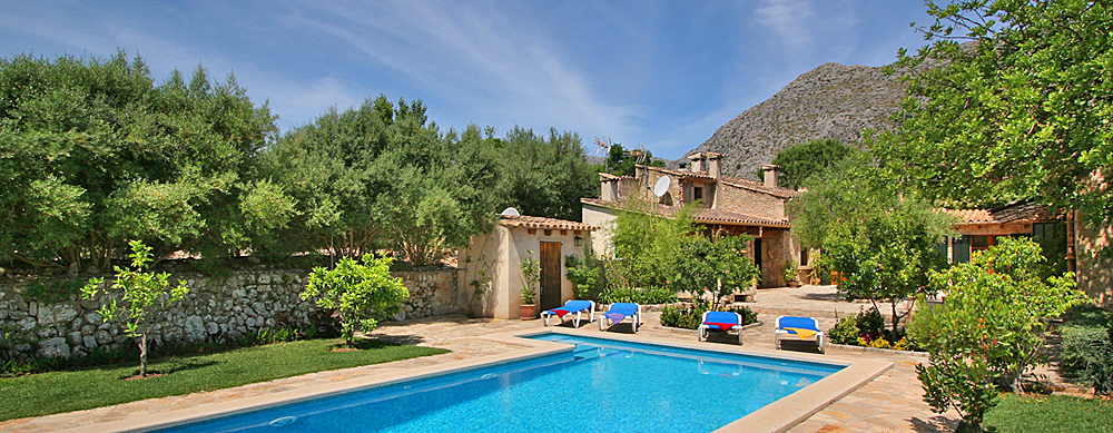 Finca Mallorca MA3380 Pool mit Sonnenliegen