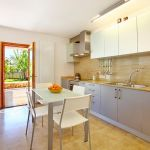 Luxus-Finca Mallorca MA3350 Küche mit Zugang zur Terrasse