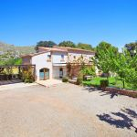 Luxus-Finca Mallorca MA3350 Parkplatz am Haus