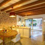 Luxusfinca Mallorca MA3260 Küche mit Tisch