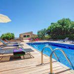 Luxusfinca Mallorca MA3260 Pool mit Sonnenliege und Sonnenschirm
