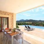 villa-mallorca-ma3150-esstisch-auf-der-terrasse