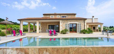 Mallorca Nordküste – Deluxe Ferienhaus Pollensa 3150 mit Pool auf großem Gartengrundstück mit herrlichem Panoramablick. Wechseltag Samstag – Mindestmietzeit 1 Woche. 2018 buchbar.