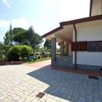Ferienhaus Toskana TOH601 - Autoauffahrt und Hauseingang