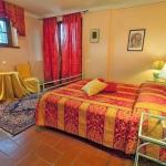 Ferienhaus Toskana TOH601 - Doppelbettzimmer mit Stühlen