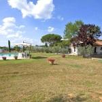 Ferienhaus Toskana TOH601 - Rasenfläche mit angrenzendem Pool