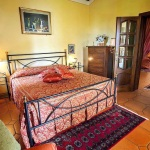 Ferienhaus Toskana TOH601 - großes Doppelbett mit Durchgang